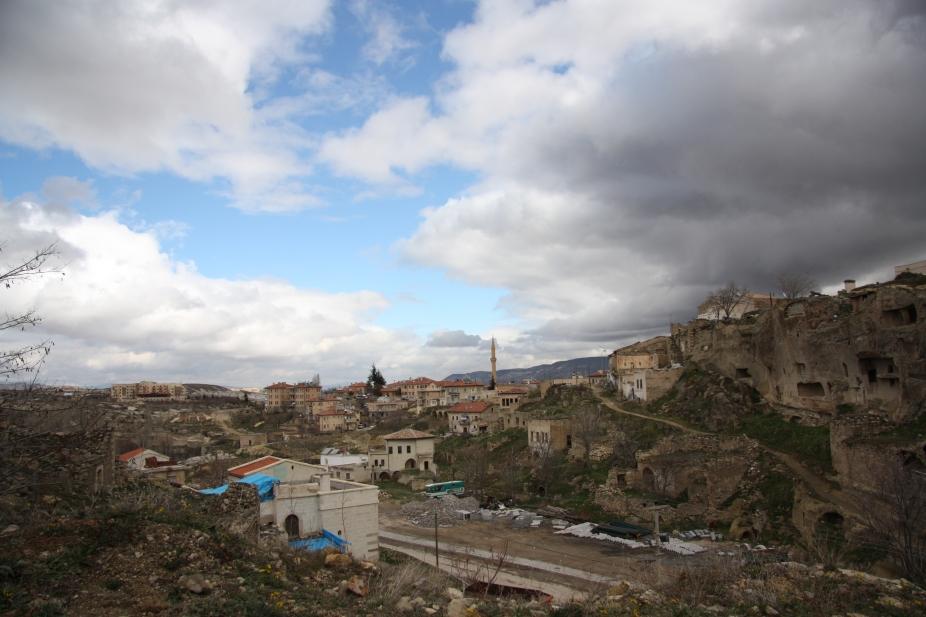 kylä vuoristossa Turkin kapadokyassa