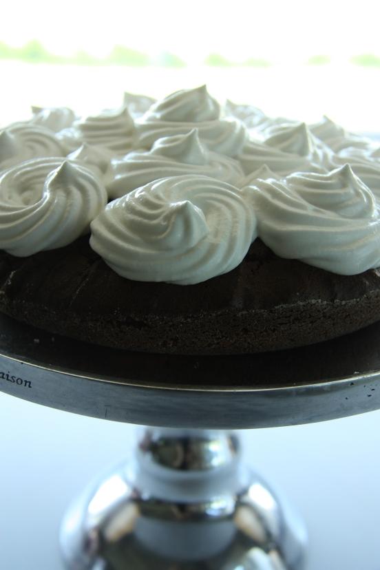 gluteeniton ja maidoton suklaakakku