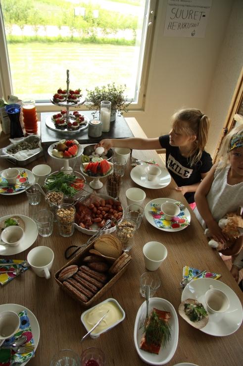 suuret herkkusuut hotel breakfast