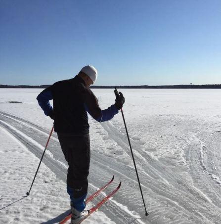 hiihtäminen järvenjäällä nordic winter